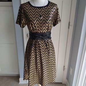 Lularoe XS Carly-elegant collection gold and black